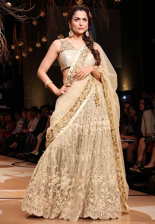 Amrita Arora for Vikram Phadnis1 -  Bollywood celebs at Lakme Fashion Week 2012