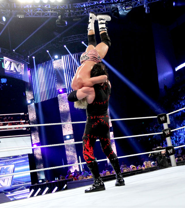 Ryback Bench Press: I LOVE WWE: Kane Vs. Dolph Ziggler