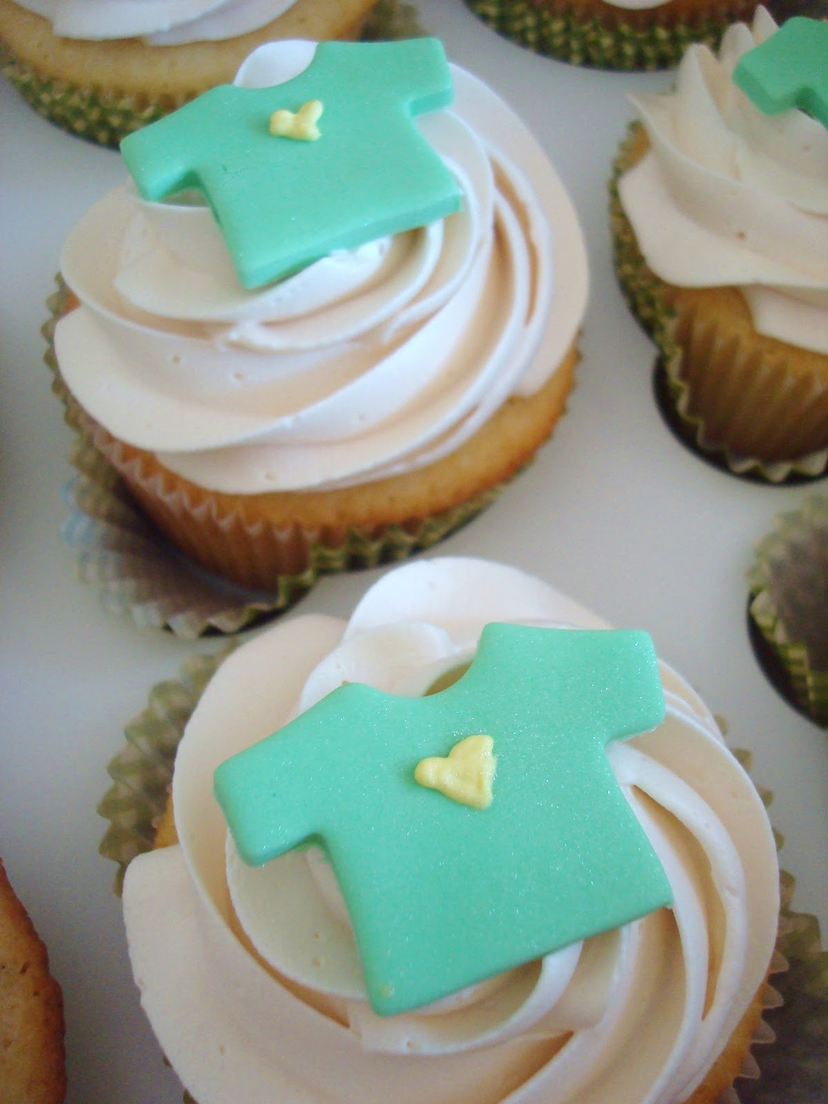 Unisex Baby Shower Cupcakes : Pink Little Cake: Gender Neutral Baby Shower Cupcakes