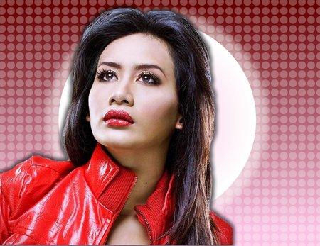artis malaysia berbibir sexy