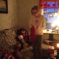 Maja spanar in sin julstrumpa