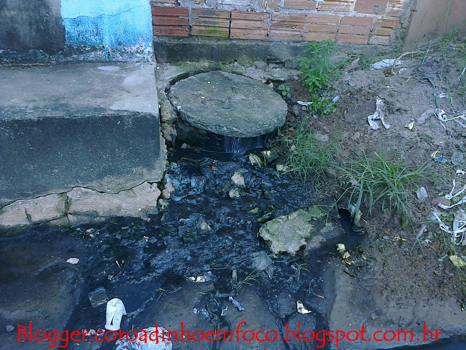 MORADORES DA RUA VALDIVINO CASTELO BRANCO SOFREM COM ESGOTOS ENTUPIDOS #B6151A 1600 1200