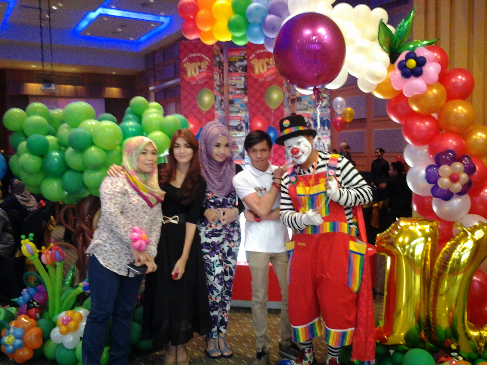 Clown badut clown service perkhidmatan badut badut di for Balloon decoration packages