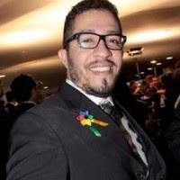 Jean Wyllys quer ser pai e reclama de celibato em Brasília