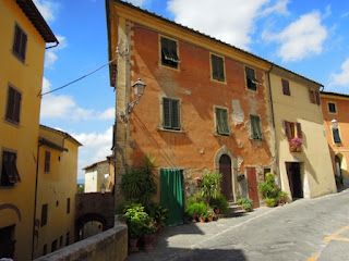 cycling, Italy, hill towns, Tuscan buildings