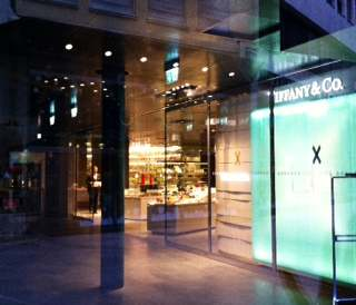 The chic trotter excelsior new shopping paradise in milan for Tiffany excelsior milano