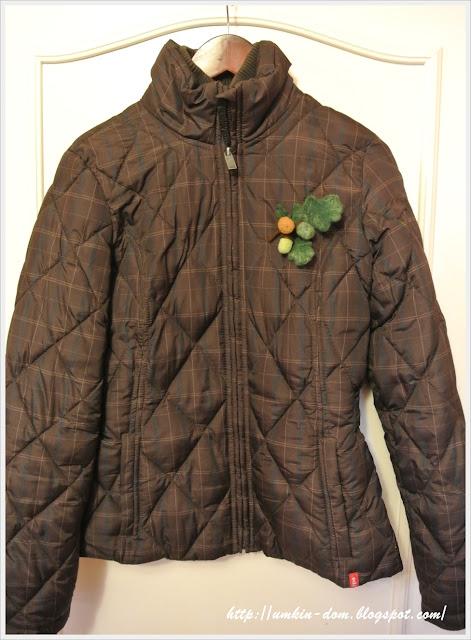 Брошка на куртке