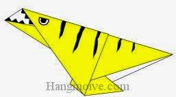 Bước 8: Vẽ mắt, miệng để hoàn thành cách xếp cong khủng long Dinonychus bằng giấy origami đơn giản.