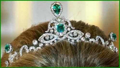 تيجان ملكية  امبراطورية فاخرة Esmeraldas+0