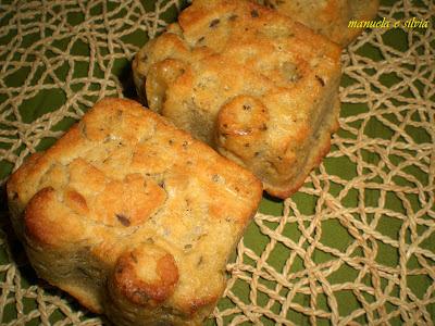 vagoncini di pane al mais ed erbette profumate