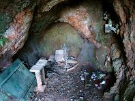 Interior de la Cova del Carme