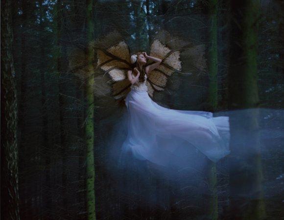 katerina plotnikova fotografia surreal mulheres natureza país das maravilhas Borboleta