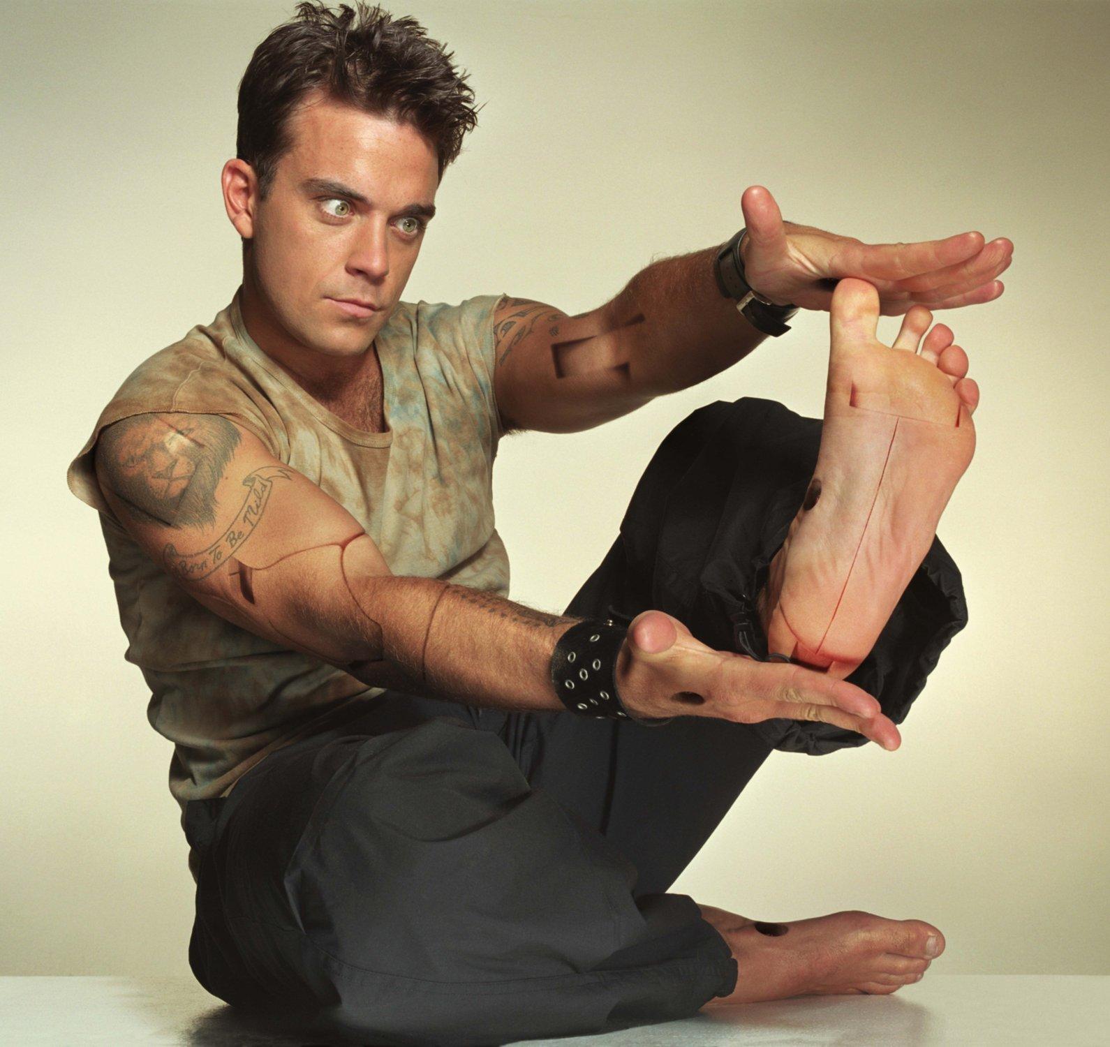 http://3.bp.blogspot.com/-HRRB2NqvtVY/UApItdPxzXI/AAAAAAAAFh4/83HIXMauVNM/s1600/robbie_williams_feet.jpeg