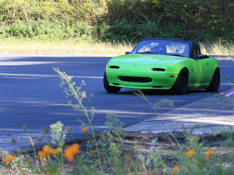 Eunos Roadster, Mazda MX-5, kultowe samochody, auta z duszą, z napędem na tył, RWD, zielona, wyścigi
