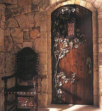 en cuanto a la madera podemos mediante muebles funcionales como camas sillas mesas mesitas de noche o grandes bales que adems de decorar