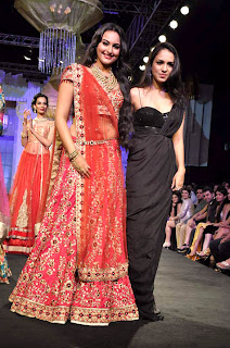Sonakshi Sinha & Saif walk the ramp at Aamby Valley India Bridal Fashion Week