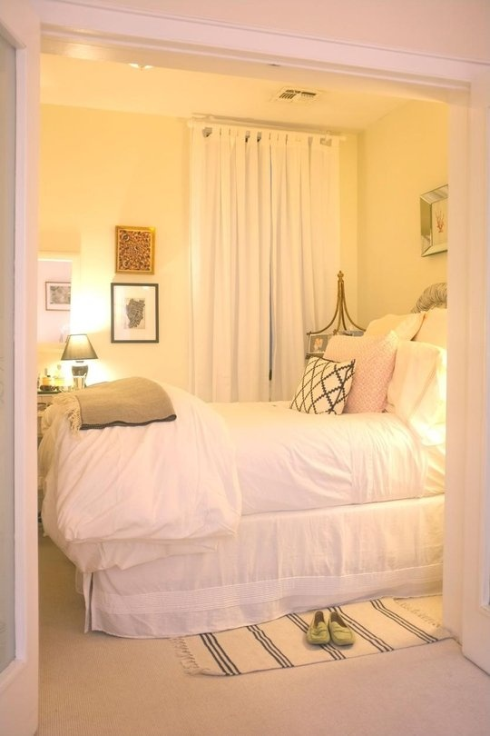 More bedroom inspiration belclaire house for Small bedroom images