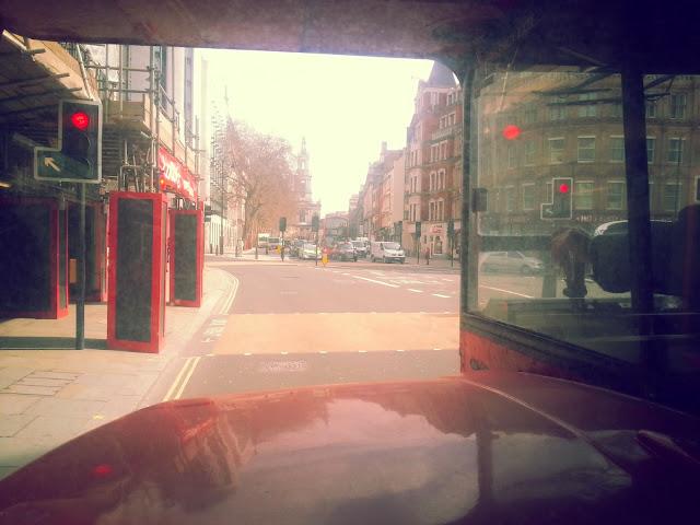 Londra-toplu-tasima-routemaster-inside-1