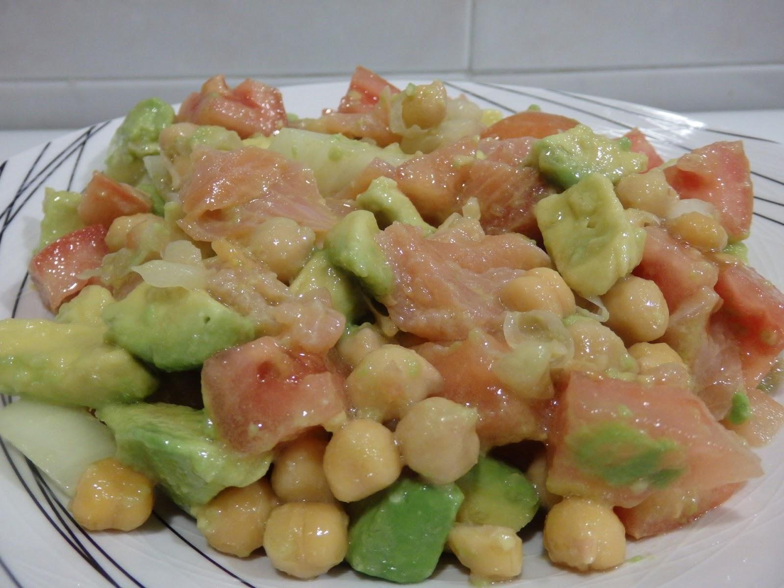 Osukaa is cooking ensalada de garbanzos aguacate y - Ensalada de aguacate y salmon ahumado ...
