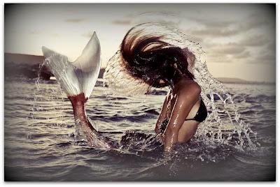 Фото: играющая русалка