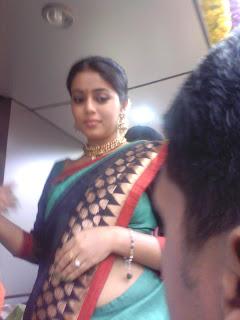 Mallufun.com: Shamna Kasim aka Poorna hot navel show in saree