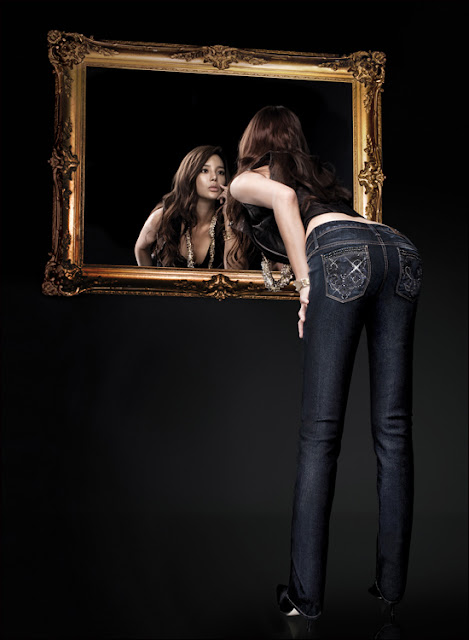 Park Si Yeon in jeans