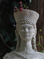 Kore, sculpture, garden, art, artist, S. Myers, Sarah Myers, arte, misstatement, statement, vine