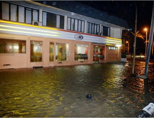 Air Pasang Besar Di Terengganu