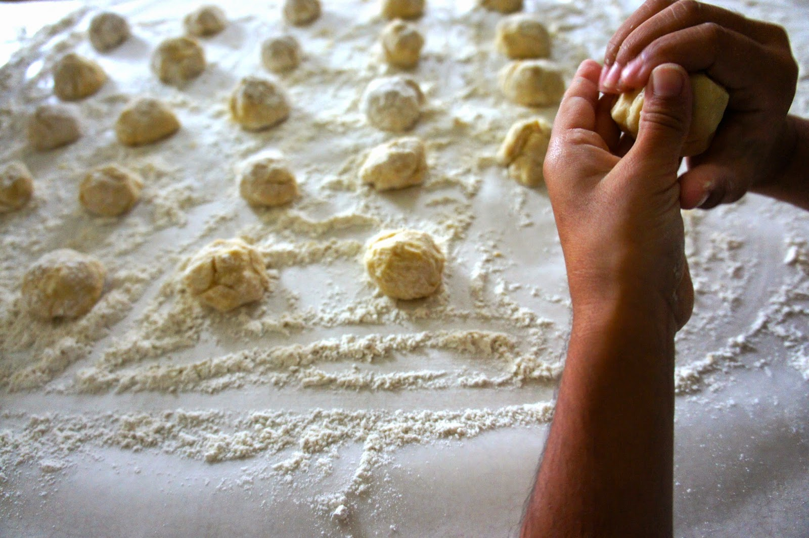 How to Make Buñuelos with Apple Cinnamon Sugar inspired by Glade Winter Collection