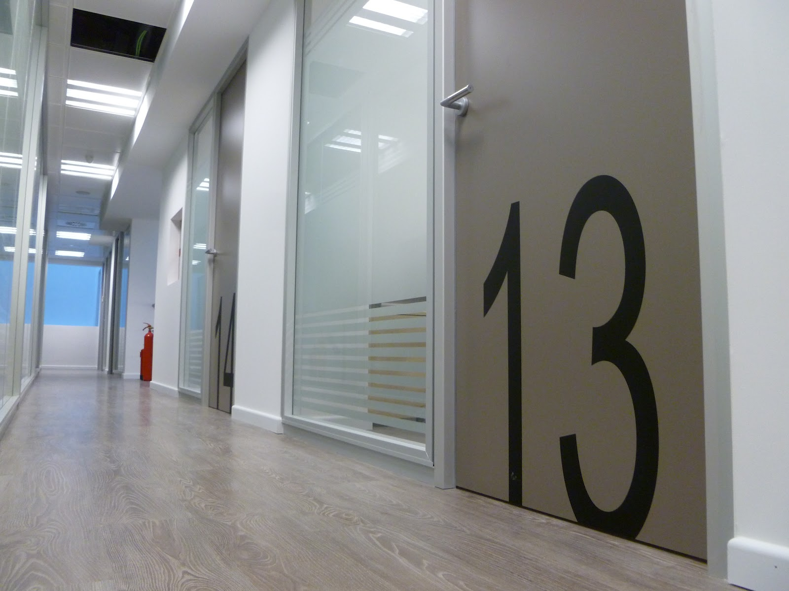 Centro de negocios josep tarradellas - Puertas con vinilo ...