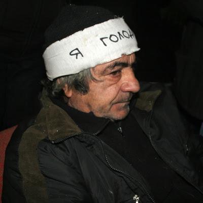 Фото Укринформ: голодающий в Донецке