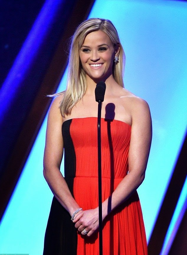 Well, it's certainly a wonderful idea! By positively, Reese Witherspoon took her beautifulness in courageous color. The -year-old displaying her perfect porcelain skin on red carpet at the 18th Hollywood Film Awards at the Palladium on Friday, November 14, 2014.