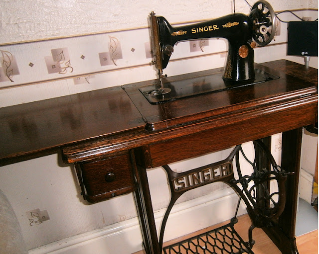 1933tabletop singer sewing machine