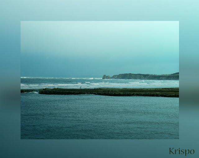 paisaje del mar y las gemelas de hendaia desde hondarribia