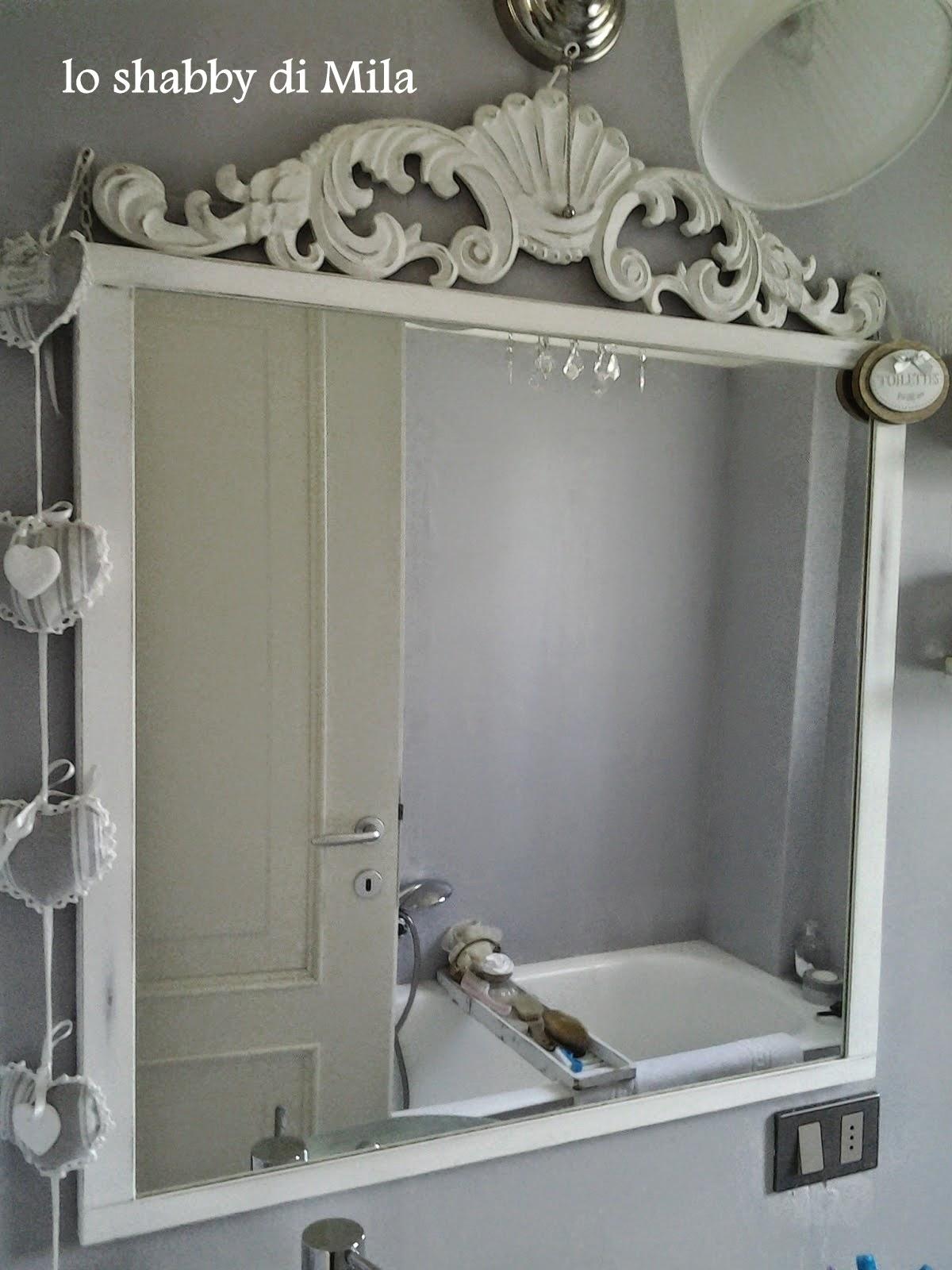 Lo shabby di mila mirrors mirrors - Lampade sopra specchio ...