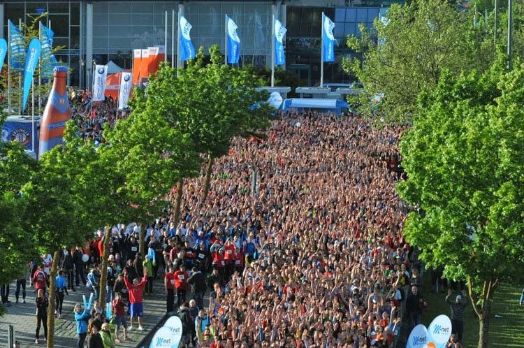 Quelle: http://www.augsburger-allgemeine.de/augsburg/8000-Sportler-sind-dabei-Der-Augsburger-Firmenlauf-in-Bildern-id29833366.html?view=single&sectionRef=&article=&pg=4&bild=32