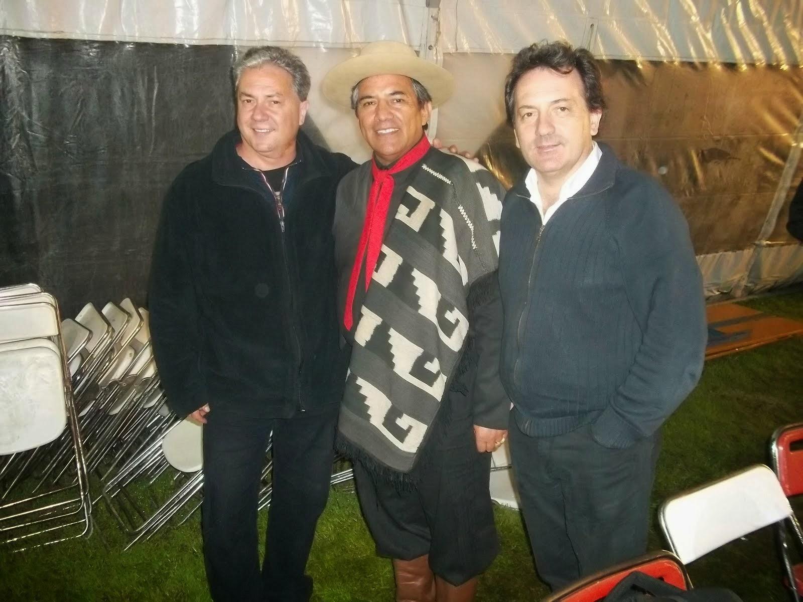Los Mackay junto a Carlos Gomez
