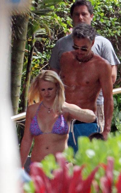 Britney-Spears-Bikini-body-in-Hawaii