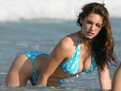 Kelly_brook_hot_blue_bikini
