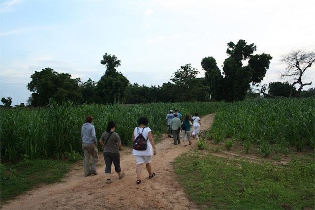 Paseo al cercano poblado de Faoye