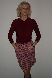 Bluzka listopadowa i spódnica z kieszeniami.