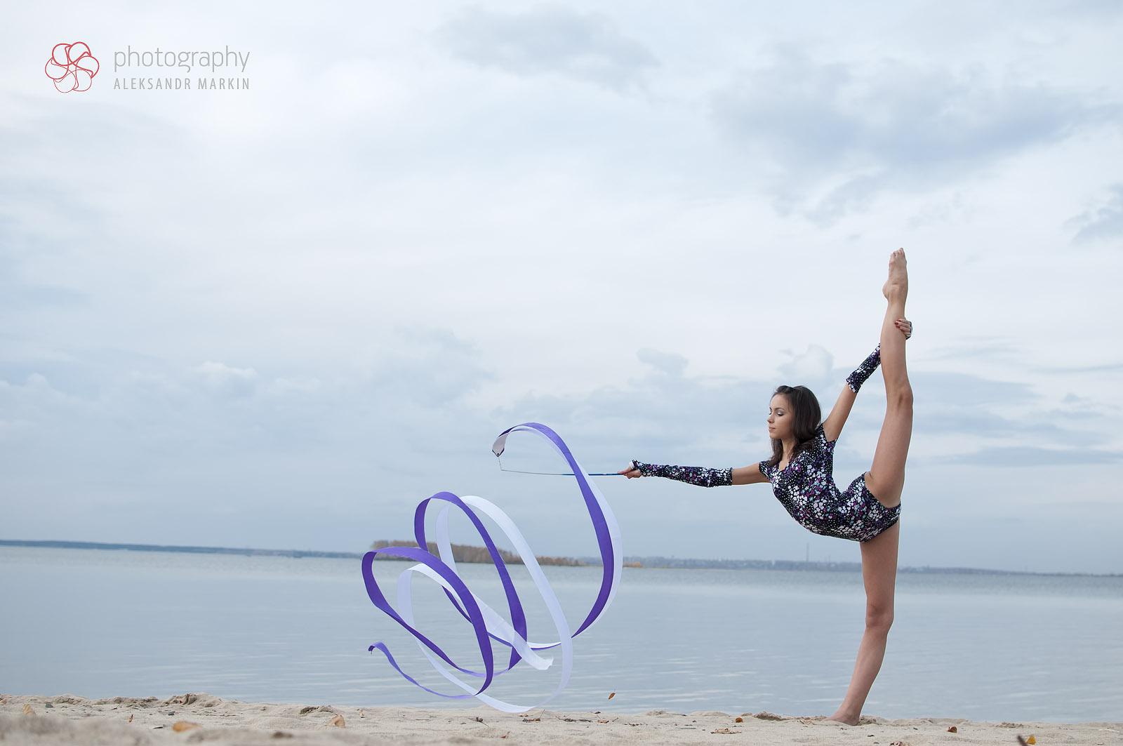 Фото девочек гимнасток на пляже 11 фотография