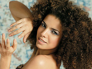 cantora Vanessa da Mata