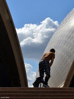 opera house unicyclist