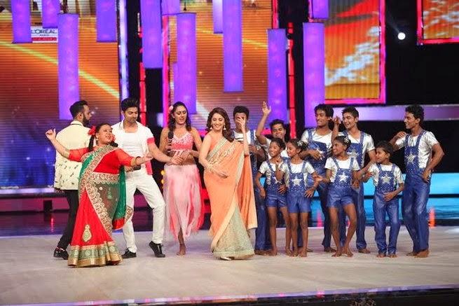 http://3.bp.blogspot.com/-HVFxf95wsfg/UxtUd8txK5I/AAAAAAABrvA/7GvV60l-4U4/s1600/Madhuri+&+Juhi+Chawla+promotes++Gulab+Gang+on+India%27s+Got+Talent+Finale+(5).jpg
