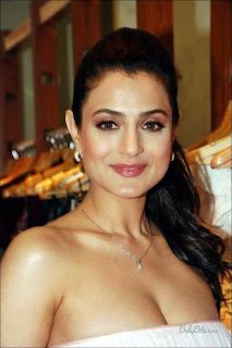 Actress Amisha Patel at Nishka Lulla Fashion Event