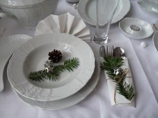 pucíkov: Prostřený vánoční stůl a balení dárečků..