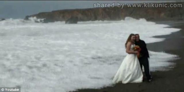 http://3.bp.blogspot.com/-HVKW3peY4zQ/TXiVxi7OiEI/AAAAAAAAQpA/9UweE-KkwXo/s1600/wedding_splashes_640_10.jpg