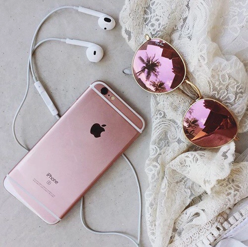 http://weheartit.com/entry/216148424/search?context_type=search&context_user=Sofityy2&page=2&query=headphones#