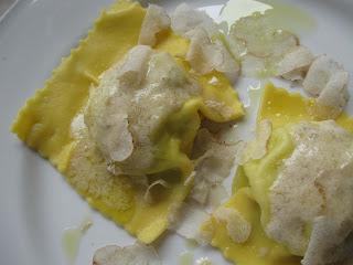 Raviolo del Granaio a Bolgheri con tartufo bianco di San Miniato